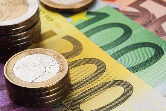 Povprečna plača za september 2019 za 0,8 % nižja od plače za prejšnji mesec