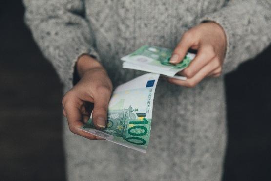 Povprečna mesečna plača nominalno višja, realno pa nižja od plače za 1. četrtletje 2018