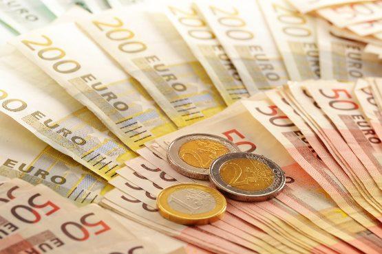 Povprečna bruto plača za junij 2019 za 0,6 % nižja od bruto plače za maj 2019
