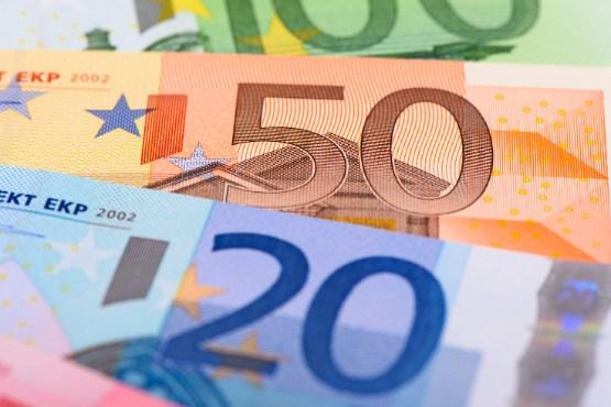 Povprečna bruto plača za november 2019 za 9,0 % višja od plače za prejšnji mesec
