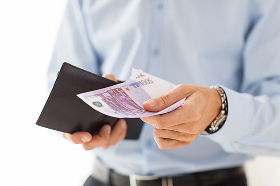 Povprečna bruto plača za februar 2018 za 1,3 % nižja od plače za januar 2018