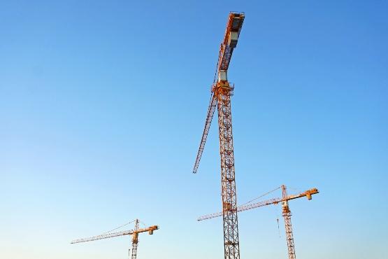 Kazalnik zaupanja v gradbeništvu višji, v trgovini na drobno in predelovalnih dejavnostih nižji