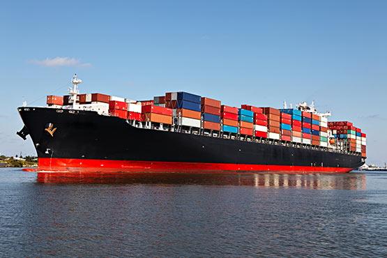 Majski padec izvoza in uvoza manjši od aprilskega