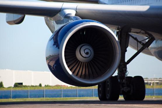 Največji upad števila potnikov v juniju 2020 tudi tokrat v pristaniškem in letališkem prometu