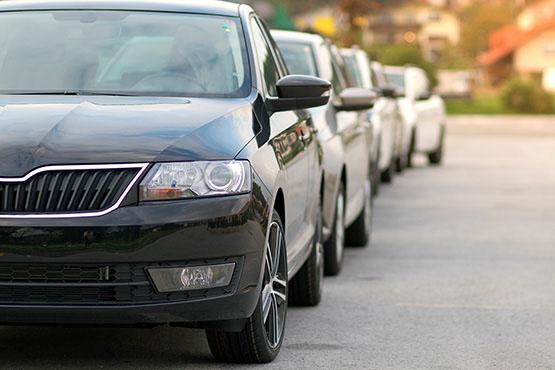 V decembru 2020 prvih registracij novih osebnih avtomobilov za 47 % manj kot v decembru 2019