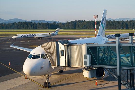 Prek treh slovenskih mednarodnih letališč je leta 2016 potovalo 1,41 milijona potnikov