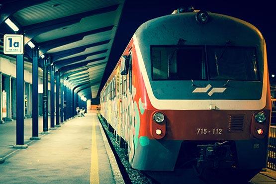 V 2016 je bilo po železnici prepeljanih več kot 14 mio. potnikov in opravljenih 680 mio. potniških kilometrov