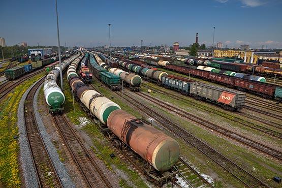 Izvoz in uvoz v maju 2018 višja kot v maju 2017