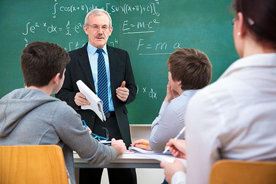 Višja raven izobraževalne ustanove, več moških med zaposlenimi. V vrtcih le 3 %, na visokošolskih ustanovah 55 %