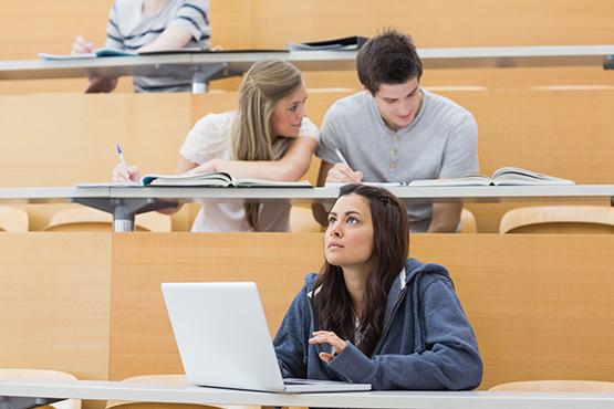 V študijskem letu 2018/19 je v terciarno izobraževanje vpisanih 75.991 študentov, 0,7 % manj kot v letu pred tem