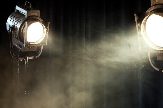 2017: v kulturnih ustanovah povprečno 21 gledaliških predstav na dan; vstopnica za predstavo v povprečju 9 EUR
