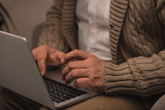 Uporaba spletnih strani ali portalov javnih ustanov za zasebne namene v zadnjih 12 mesecih