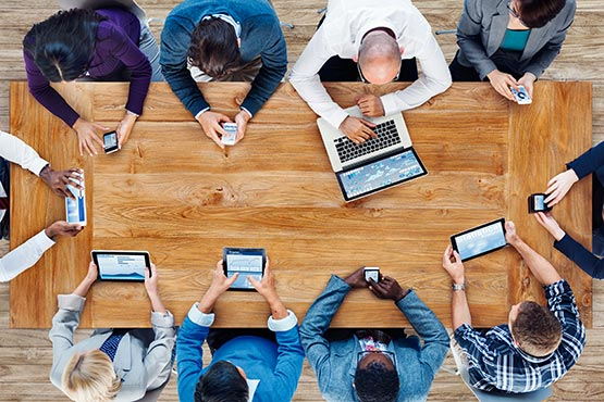 Nadaljevanje rasti obsega opravljenih delovnih ur na medletni ravni